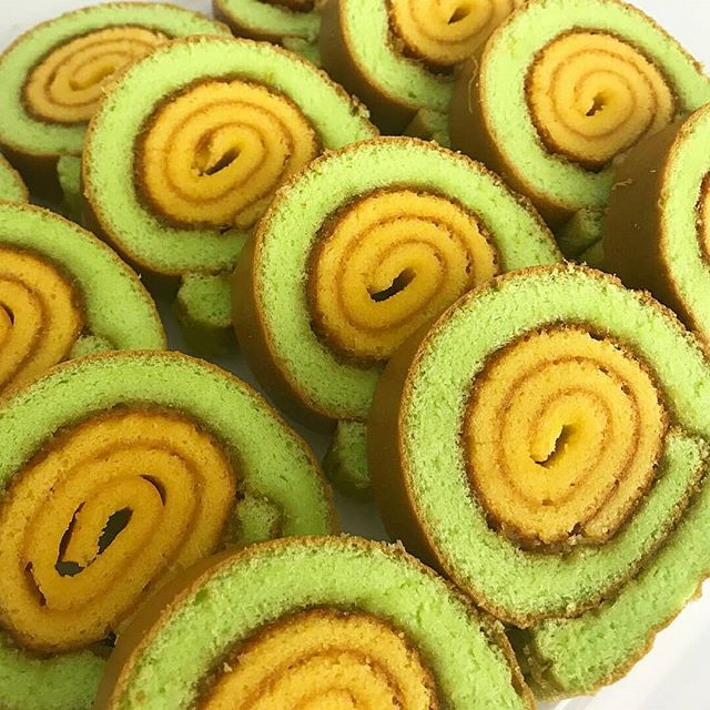 Resep Lapis Gulung By Gisellakitchen Saya Pake 2 Loyang 26cm Bahan 1 10 Kuning Telur 100gr Gula Halus Sy 80gr 1 2sdt Food Food And Drink Desserts
