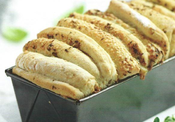 Pão de Alho e Ervas  http://mundodasreceitasbimby.blogs.sapo.pt/pao-de-alho-e-ervas-13194