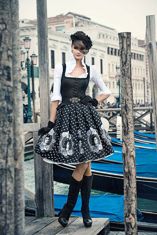 Mothwurf Austrian Couture                                                                                                                                                                                 Mehr
