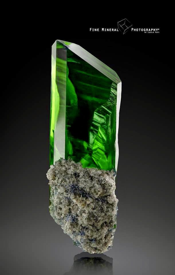 Superman S Real Kryptonite Perfect Lustrous Vivianite Crystal From The Open Pit Of Crystal Photography Minerals And Gemstones Minerals Crystals Rocks