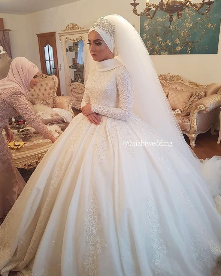 "749 Likes, 8 Comments - Hijabi Bride Fashion (@hijabiwedding) on Instagram: "" thumbs up for this amazing dress And what do you think about lace? #hijabiwedding…"""