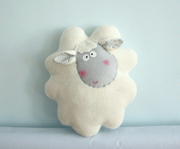 Cojines - Cojín, peluche - ovejita cremosa. - hecho a mano por Karmelki-by-Ania en DaWanda