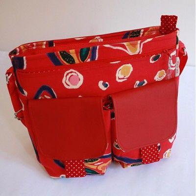Practical handbag with many pockets.