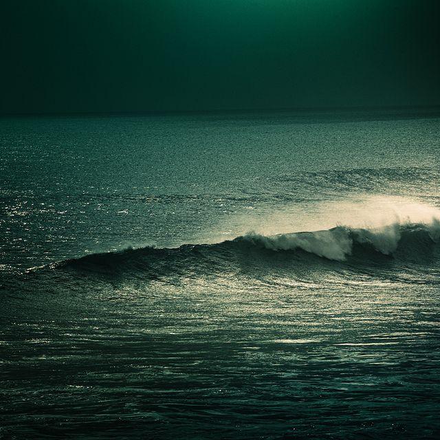 moonlight on waves   ►CubaGallery, via Flickr