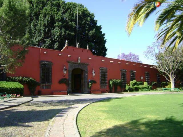 Ex-Hacienda Galindo,  levantada hacia el primer tercio del siglo XVI, su actividad principal fue la ganaderia, pero posteriormente tuvo muchos otros usos y finalmente fue convertida en hotel.