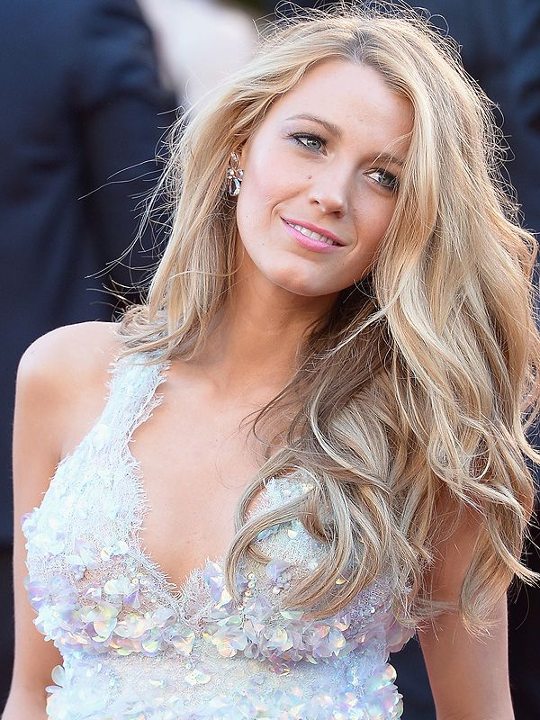 Blake Lively's gorgeous natural long waves