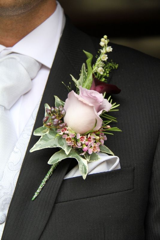 The Groom's Boutonniere of a Schwartzwalder Calla Lily and Lilac Rose
