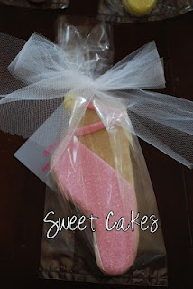 Pointe Shoe Cookies wrapped in tulle (link does not lead to a tutorial).