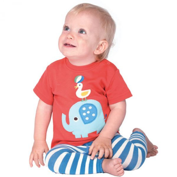 Rotes T-Shirt von Frugi mit Elefanten und rundem Halsausschnitt aus Bio-Baumwolle #Babyshirt #Babymode
