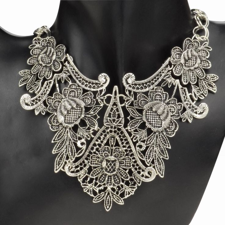 We love this chunky silver necklace with beautiful floral motif.