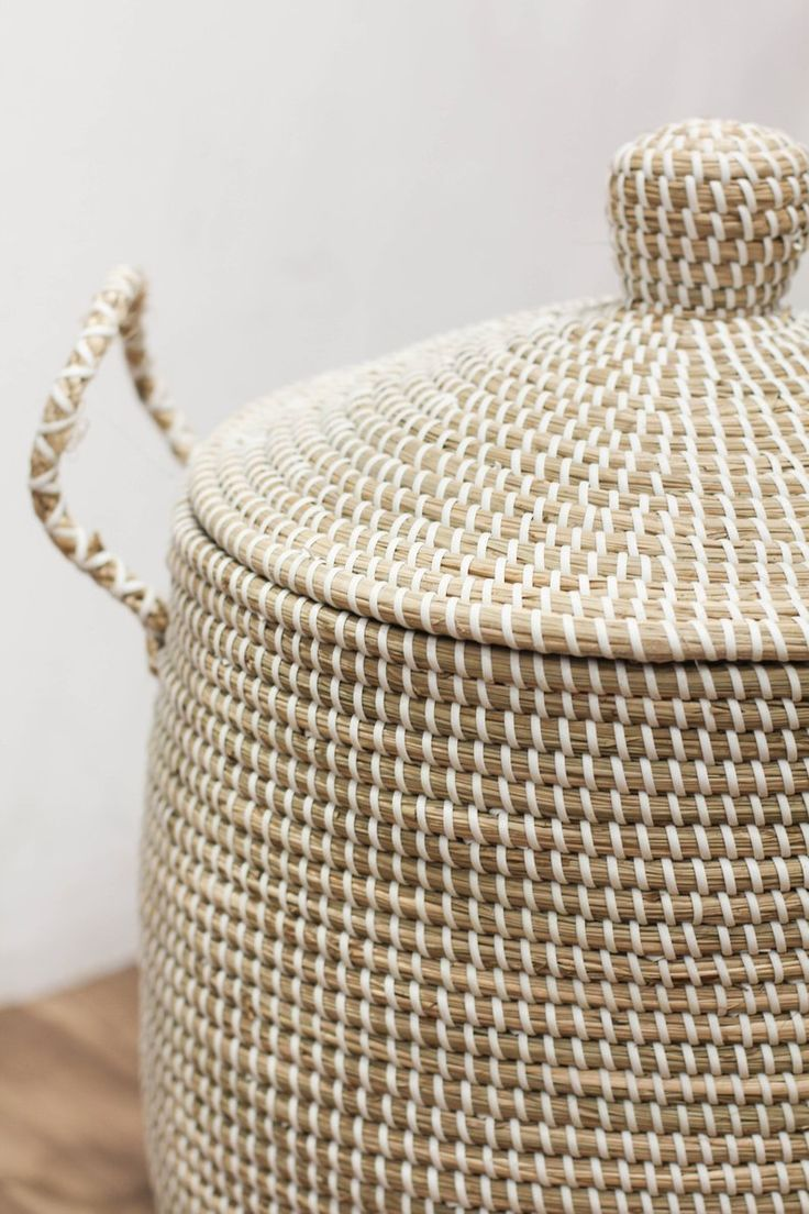 White Seagrass Basket With Lid Handle Natural Weave Basket