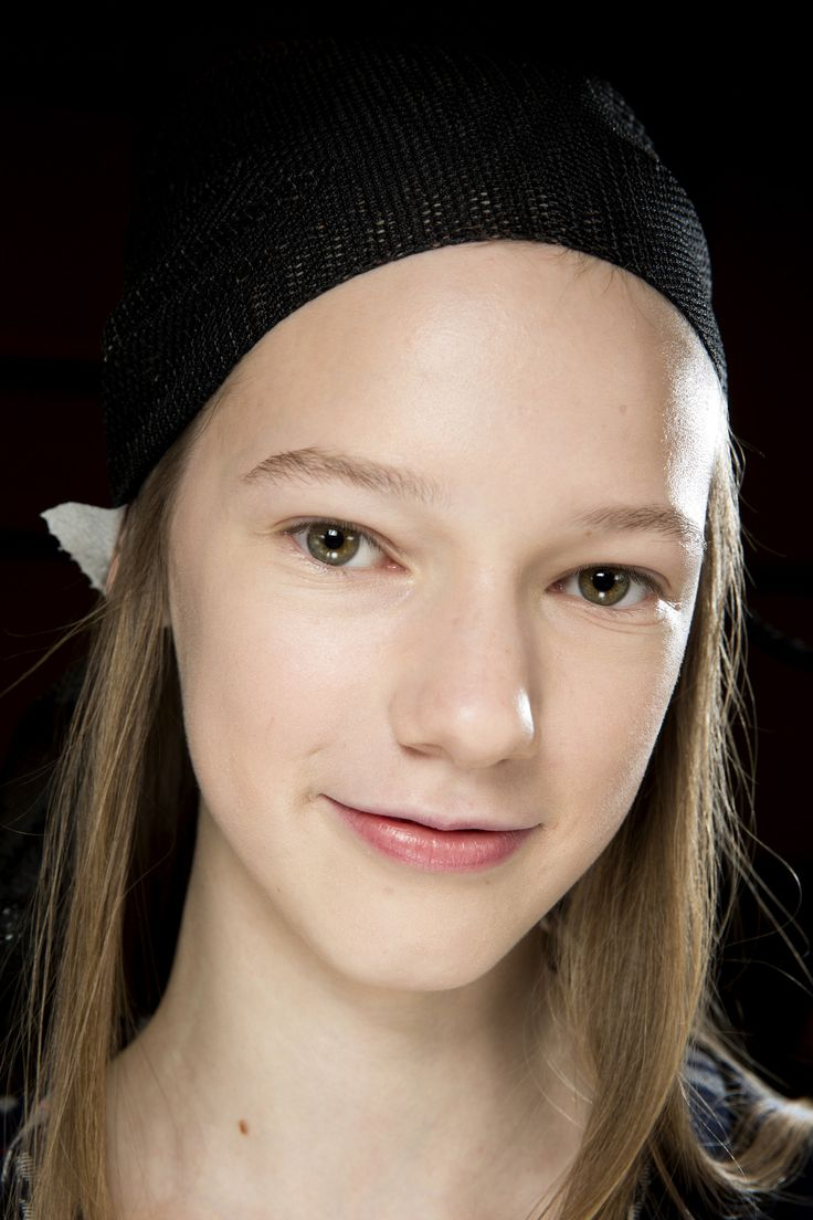 J.W.Anderson Fall 2016 Ready-to-Wear Beauty Photos - Vogue