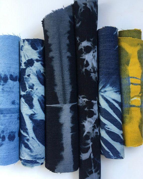 Cet ensemble de tissu est composé de 6 morceaux de jeans recyclés. Ils ont été déchargées (eu couleur enlevé) pour créer le motif. Les motifs ont été créés avec les mêmes techniques de Shibori japonais que j'utilise sur la courtepointe de cotons, y compris les coutures, emballage de poteau, pliage et de compression. Les résultats sont à motifs graphiques sur le denim, qui peuvent être combinés pour un sac en patchwork, utilisé dans le Boro et pour patcher habilement plus denim! Deux pièces…