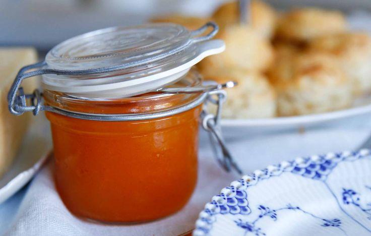 Koka din egen marmelad med smak av havtorn och apelsin. Godare än den köpta, och du vet precis vad du får i dig! Havtorn och apelsin är otroligt gott ihop!