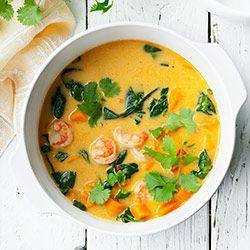 Zupa curry z dynią, krewetkami i szpinakiem. Zupa dyniowa curry z mlekiem kokosowym.