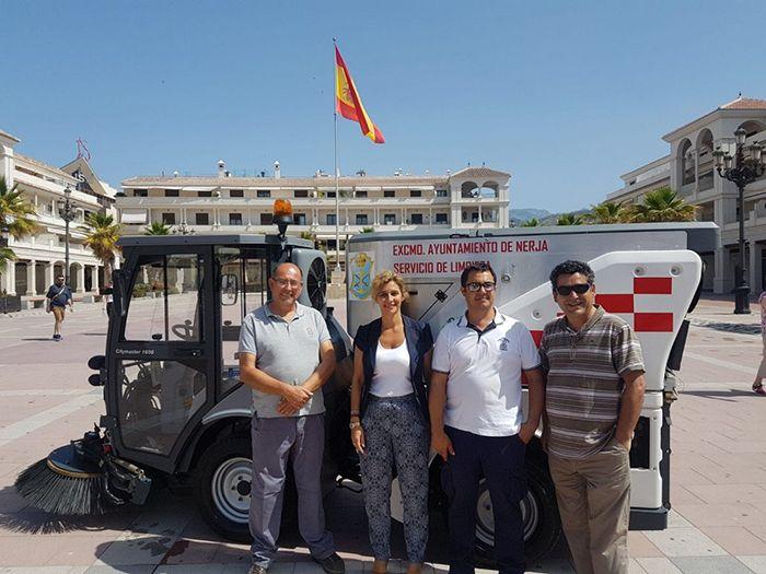 La Concejalía de Limpieza que dirige José María Rivas ha hecho acopio de una barredora compacta modelo Hako-Citymaster 1600 con el objetivo de optimizar la limpieza del municipio.   #barredora #nerja