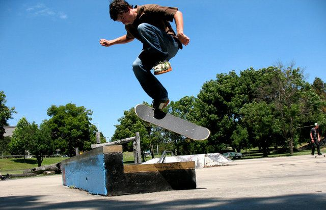What are the first tricks you should learn on a skateboard ...