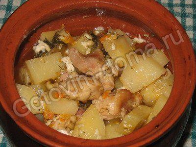 рецепт Курица тушеная с картофелем в горшочке  // рецепты с фотографиями