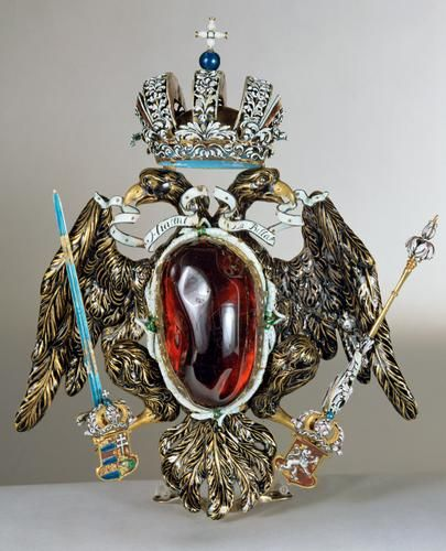 """1687 An inscription on the back cover plate of the 416-carat stone informs us that Emperor Leopold I (1640-1705) acquired the """"VNschatzbare Kleynodt so HIACENT LABELLA genandt"""" (""""incomparably precious stone called HYACINTH LA BELLA"""") from an aristocratic Hungarian family in 1687. On this occasion a richly enamelled double eagle with the imperial crown was added to the existing setting from the early 15th century."""
