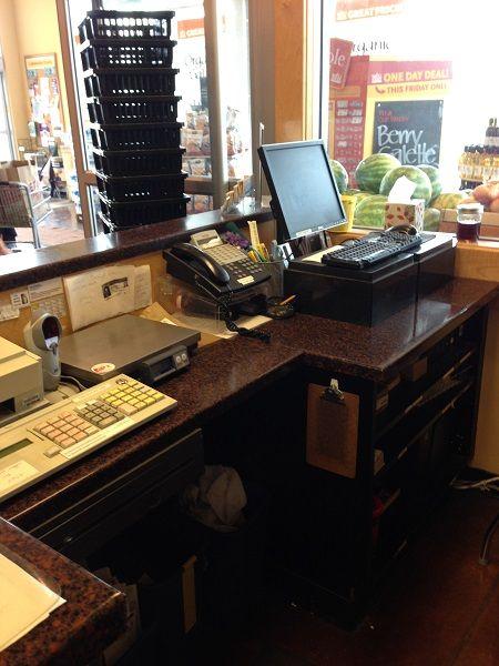 Retail-countertop-avonite-studio-coppermine-8490-black
