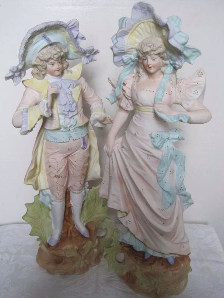 A PAIR OF ANTIQUE RUDOLSTADT BISQUE FIGURINES: A MAN AND WOMAN IN COURT DRESS #Rococo #Rudolstadt