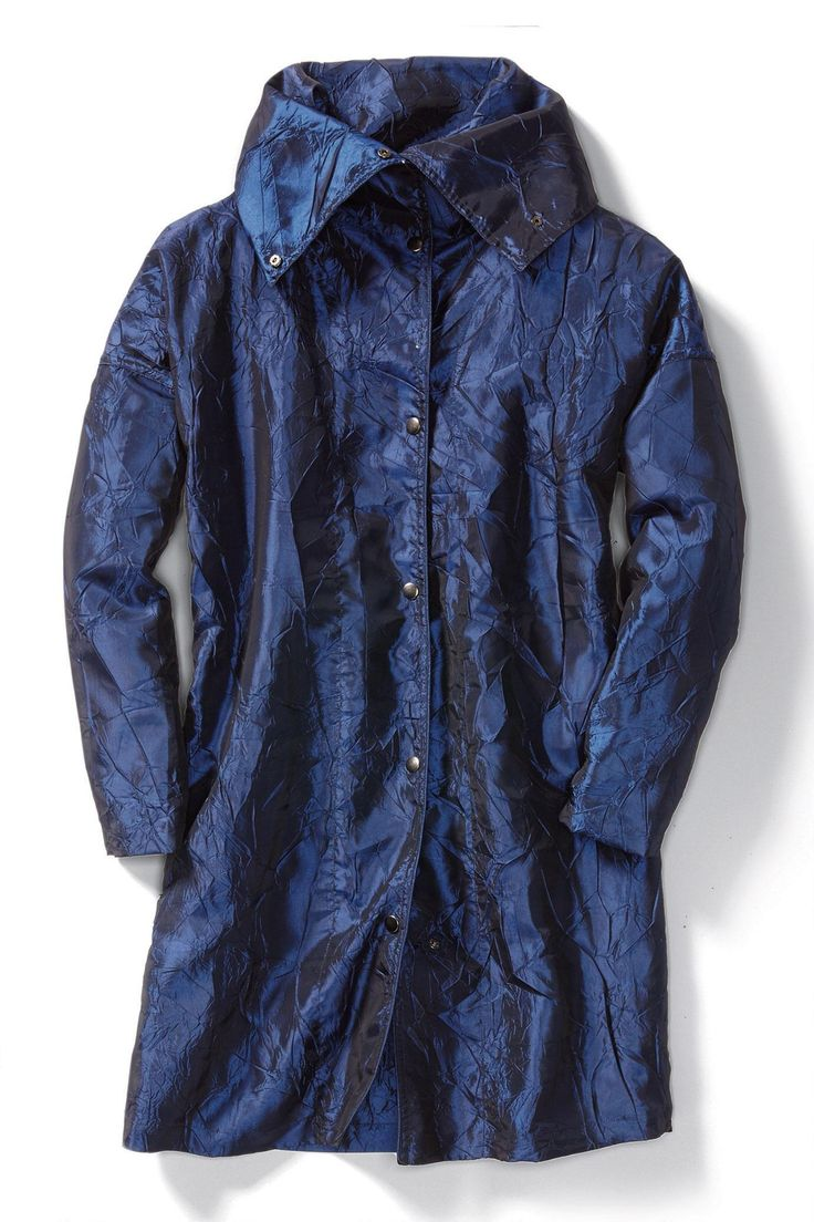 This stylish raincoat is lightweight and long enough to keep the rain out so you can go about your day. A must have jacket for travelers.