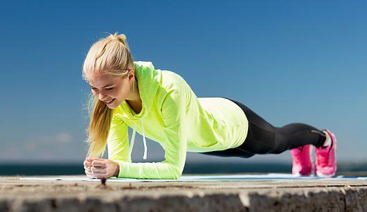 Stoffwechseltraining: intensive Bewegungen kurbeln den Stoffwechsel an! Hier findet Ihr ein Workout für zu Hause mit dem Ihr schnell und effektiv Fett verbrennt. Viel Spaß!