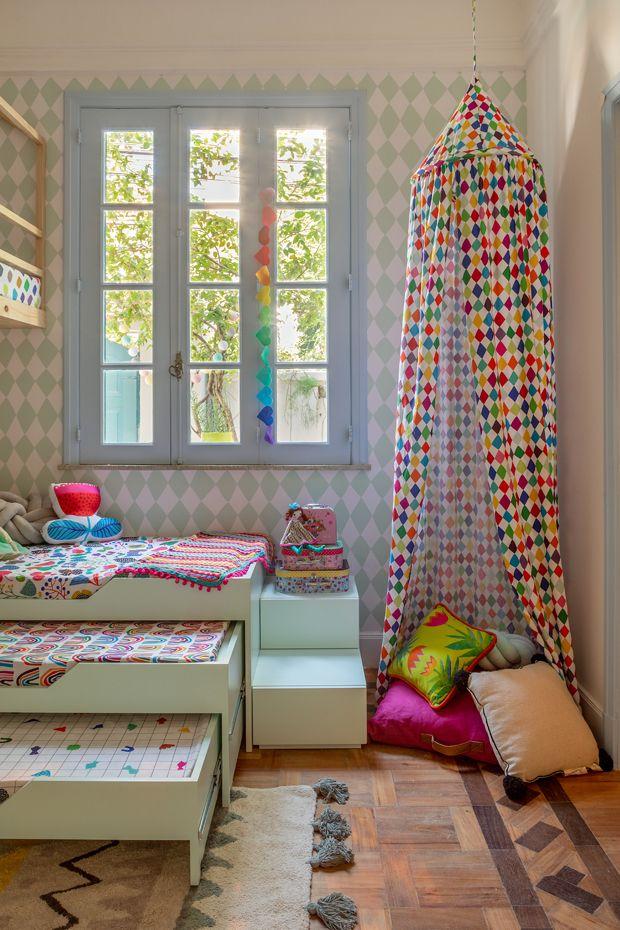 Dekor des Tages: buntes Kinderzimmer mit Mezzanine, Tricama und Zelt