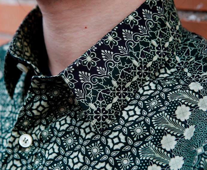 "Indonesian Batik Men Shirt ""BATIK VERDO""."