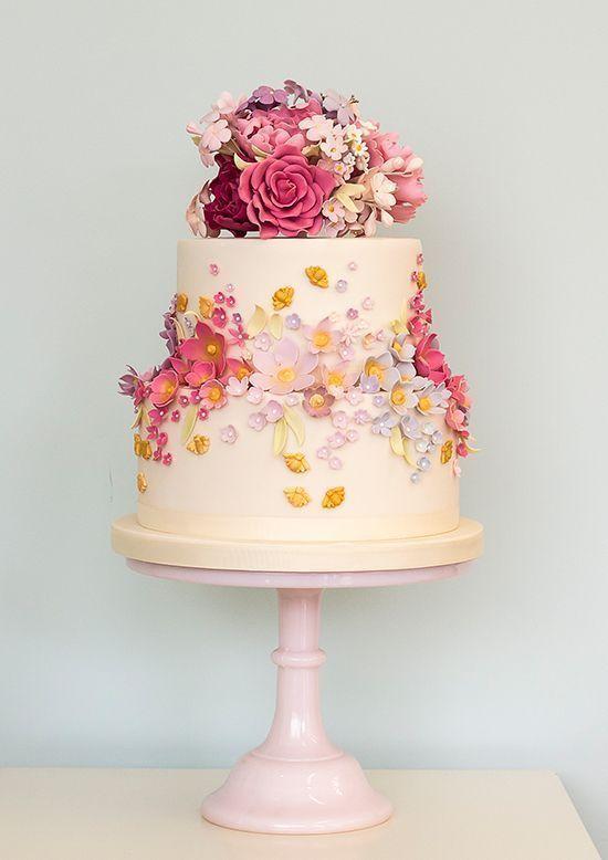 25 Glamorous Wedding Cake Ideas | http://www.deerpearlflowers.com/25-glamorous-wedding-cake-ideas/ #weddingcakes