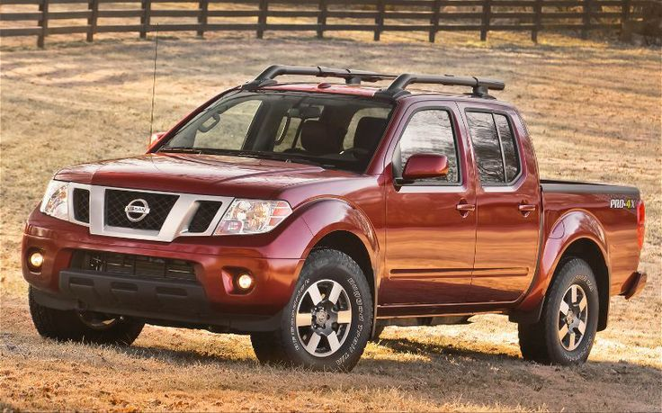 2013 Nissan Frontier Crew Cab Front View 3