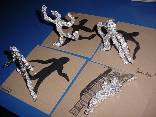 3-D gesture drawing: foil figures with shadows