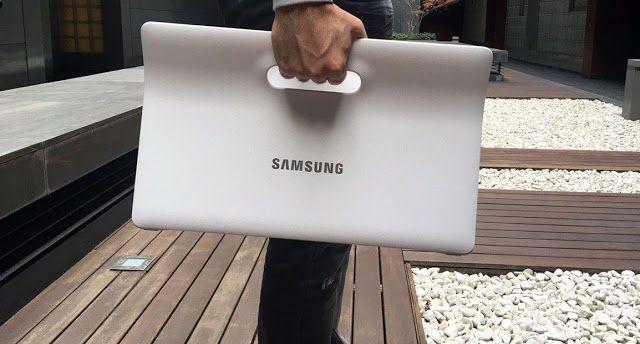 """Análisis: Samsung Galaxy View   En 2011 Samsung anunció el Galaxy Note un smartphone de 5.3"""" que iba a mostrar el camino de la verdad al resto de fabricantes. En su momento casi todos nos echamos las manos a la cabeza y cosas peores los ríos de memes corrían por Twitter y la chanza fácil salía de nuestras bocas.  Cuatro años después con un teléfono de 5.7"""" en el bolsillo me siento bastante más humilde a la hora de hablar de los experimentos de la coreana.   Un experimento interesante de…"""