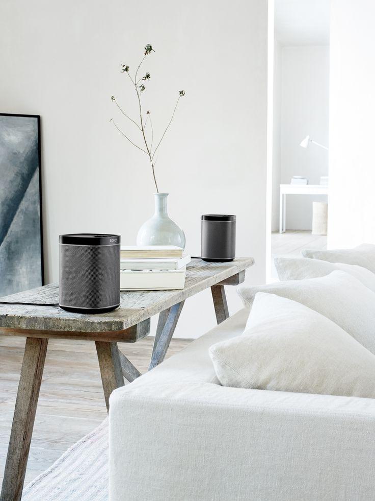 Snygga, diskreta högtalare från Sonos som smälter in perfekt i dessa vackra interiörer med en färgskala och materialval helt i min smak. Tack för att man kan få låta sig inspireras av tekniska prylar. Pressbilder från Sonos