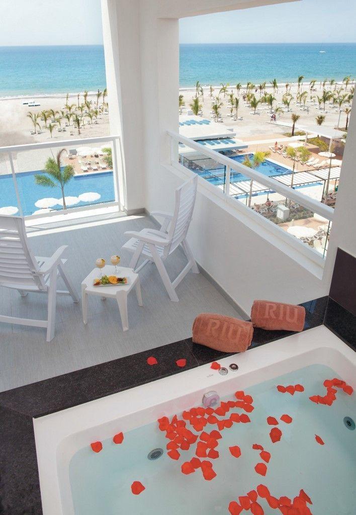 Jacuzzi suite Riu Playa Blanca -All Inclusive Hotel in Panama - Riu Hotels & Resorts.