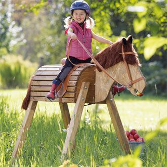 Wooden Horse. Daddy needs to build one of these for the backyard!