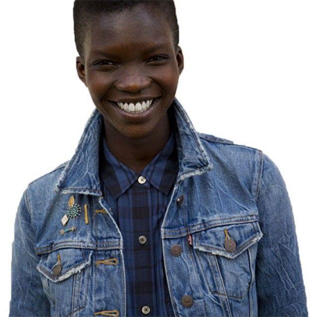 Blouson en toile de jeans en coton 99€ et chemise Levi's en tissu sergé mi-coton mi-soie 85€