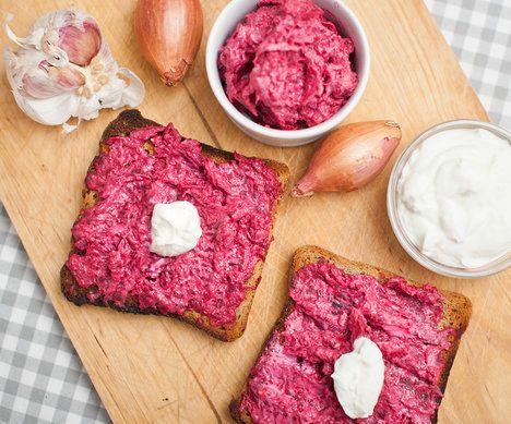 Kozí sýr se v pomazánce na horkých topinkách krásně rozteče; Greta Blumajerová