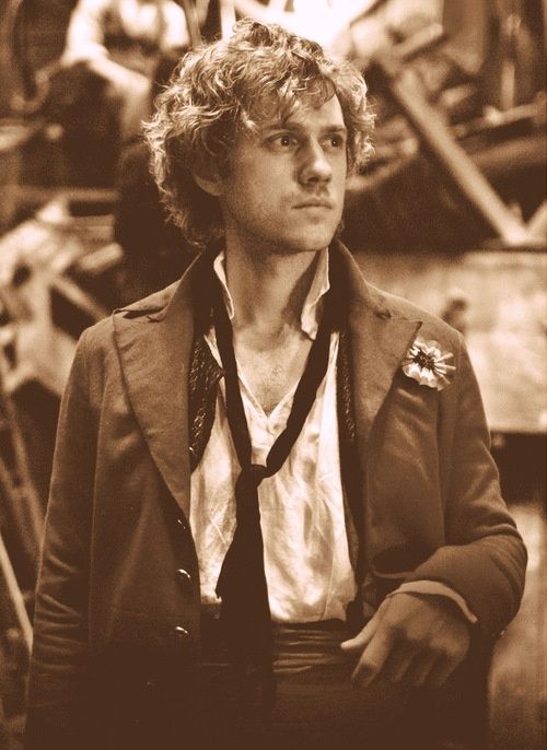 "LOL all my friends are all like, ""OMG, Marius is so hot!"" and I'm just sitting here in the corner going, ""Um, have you seen Enjolras?!!"""