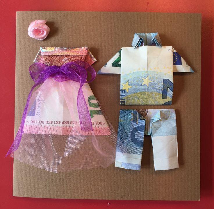 Leuk om aan bruidspaar cadeau te doen. Vouwinstructie zoeken op YouTube 'hemd vouwen van geld'.