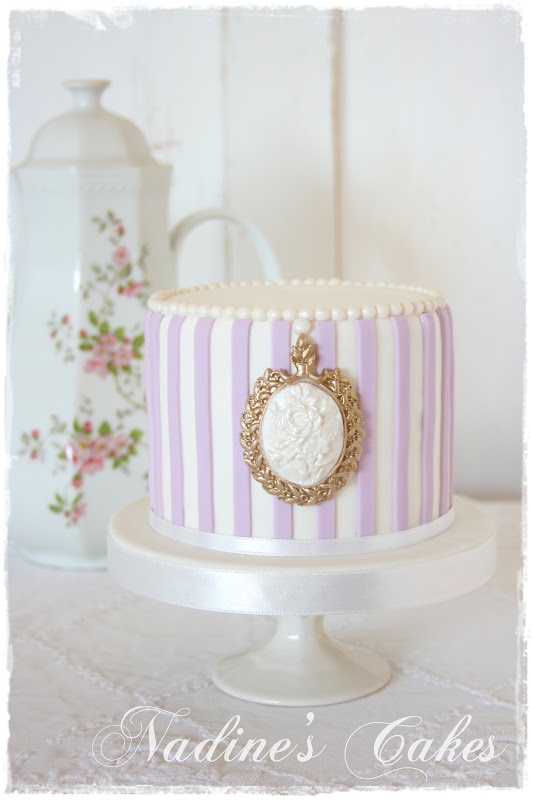 Nadine's Cakes & My little white home: Sweet, Lilac, Cameo Cake, Beautiful Cakes, Mini Cakes, Nadine S Cakes, Dessert, Birthday Cakes