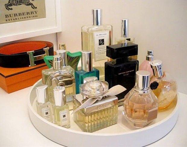 Bandeja de perfumes: além de decorar o banheiro, estarão sempre ao alcance.