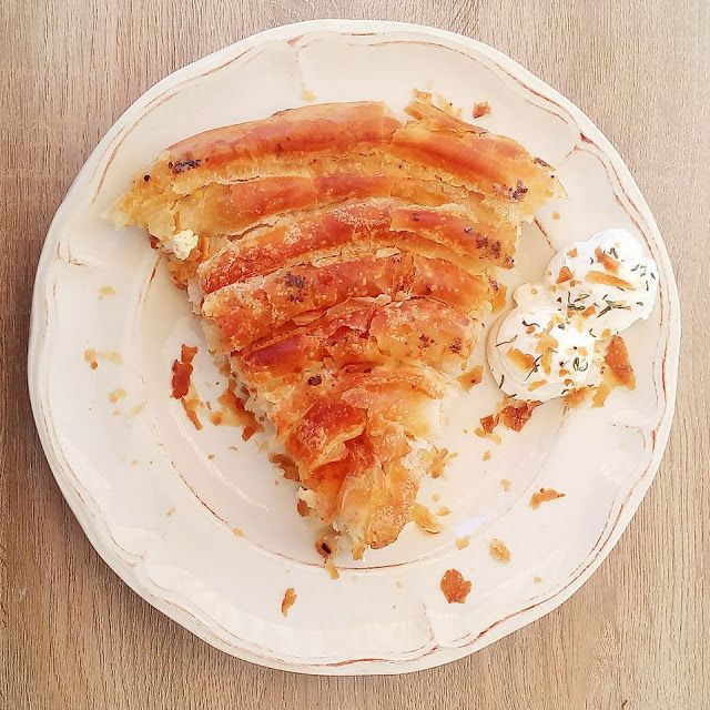 """""""Πίτα τραβηχτή σε τραπεζομάντηλο"""""""