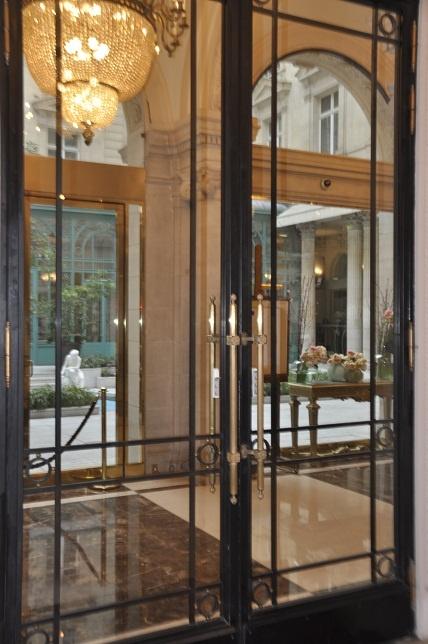 Best 25 hotel door ideas on pinterest door signage led for Hotel entrance decor