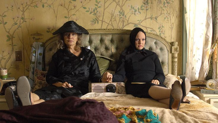 The Thwarted Artist(s)...Big Edie and Little Edie from Grey Gardens.  They wanted to sing and act, but they had to find men to marry so they could live in the style to which they had become accustomed.  They found a way to do their own thing anyway and they didn't keep house.