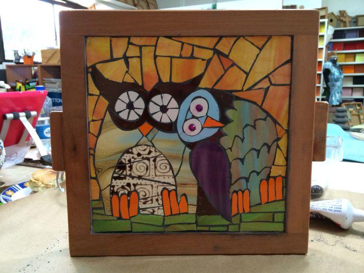 Buhos enamorados en mosaico ( Owl lovers mosaic ) diseñado para mi hermana Marcela y su novio Sheta. Autora: Viviana Valiente M.