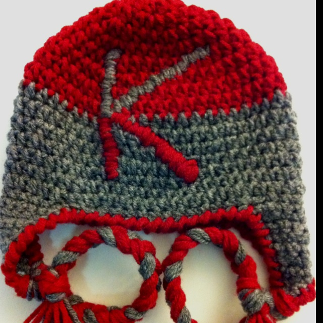 Crocheting Letters Into A Hat : Plain crochet hat with ear flaps - add monogram letter (just use ...
