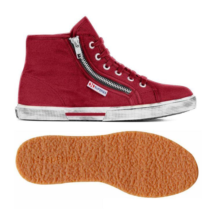 Originale sneaker alta Superga unisex in tela con zip: scarpa sportiva per uomo e donna con tomaia in tela di cotone con zip laterale. Fodera in cotone. Foxing con effetto sporcato. Suola in gomma naturale vulcanizzata. Disponibile in più varianti colore di moda