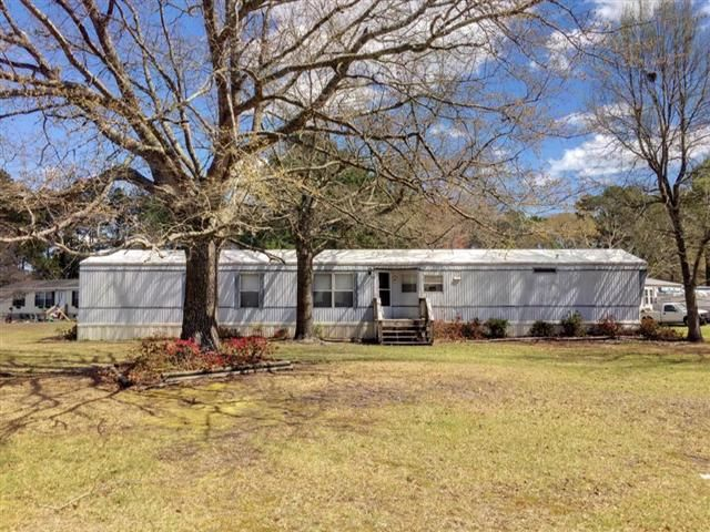 NEW LISTING!  $49,900  254 E SOUTHWINDS DR., NEWPORT, NC  Well maintained single-wide mobile home priced to sell  Located in Paradise East off Hwy 24 in Newport. This 2 bedroom home with 2 full baths is a great starter or vacation home Bring your boat and come get your fishing on Detached garageworkshop is wired. Half-acre corner lot with mature landscape. Large covered rear-deck and table for outside dining and summertime cookouts Some furnishings negotiable. Appliances do convey. Vinyl…