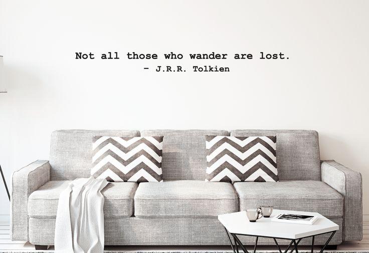 """Schönes Wandtattoo in Schreibmaschinen Optik. """"Not all those who wander are lost"""" #Wandaufkleber #Vinyl #Wandsticker #Walldecal #Wohnideen #Wanddeko #Wandzitat #Wandspruch #Wohnzimmergestaltung"""